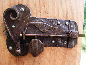 Ancient warded lock closed.jpg
